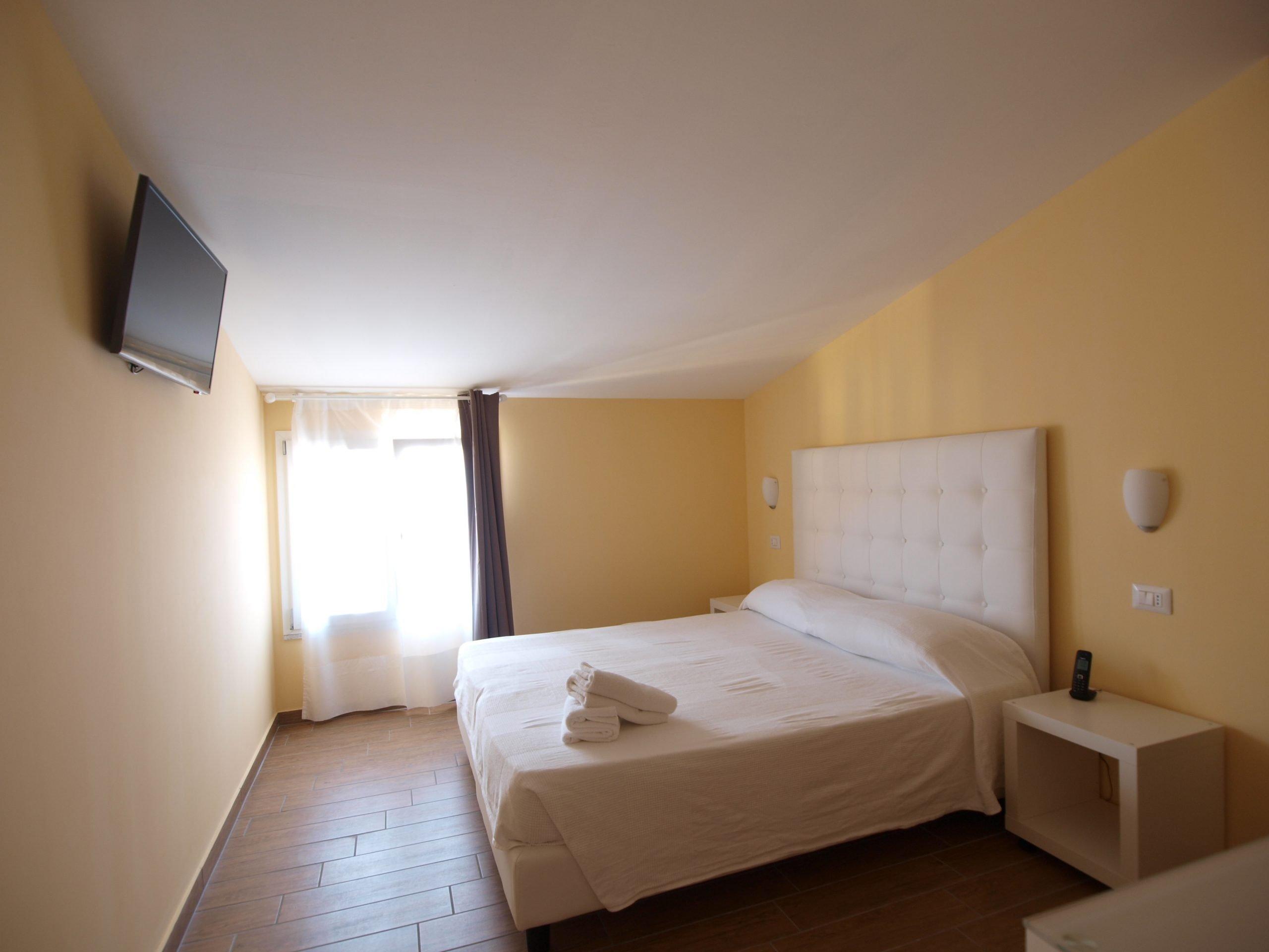 Via Mameli 5 GuestHouse Hotel, camere dotate di bagno privato, aria condizionata, WIFI gratuito, TV, SELF CHECK-IN, CHIAVI ELETTRONICHE